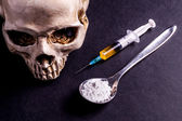 Fotografie Skulle, Syringe and drugs on a spoon