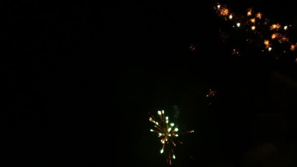 Színes tűzijáték az égen