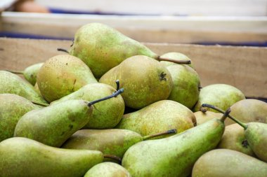 bio pears in a wooden box at the farmers market