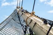 stěžněm a záchrana historické vysoké lodi