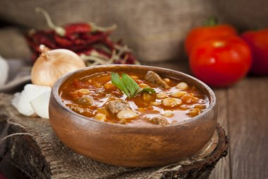 Hot turkish bean stew with a tasty tomato sauce.