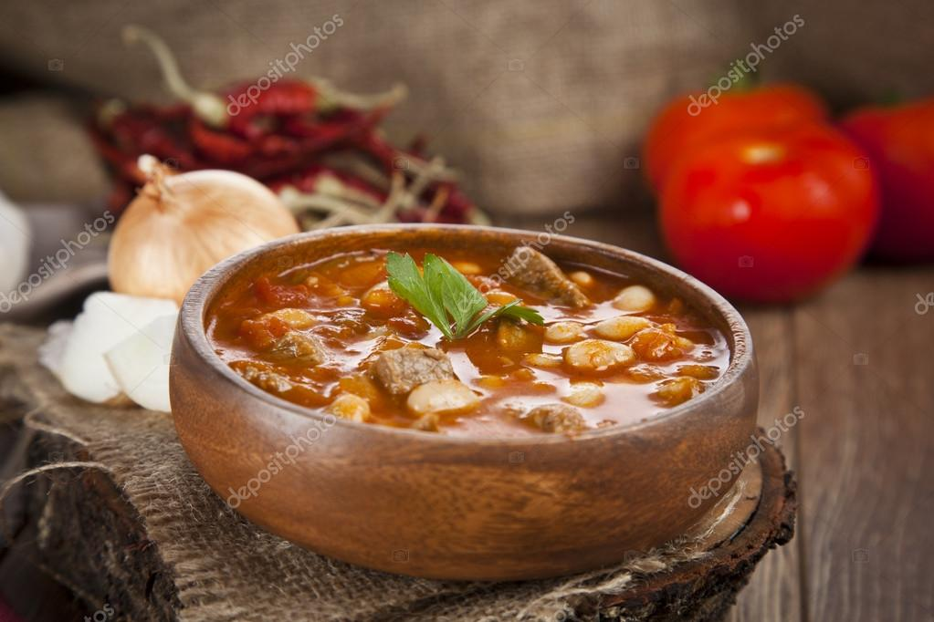 Hot turkish bean stew with a tasty tomato sauce.