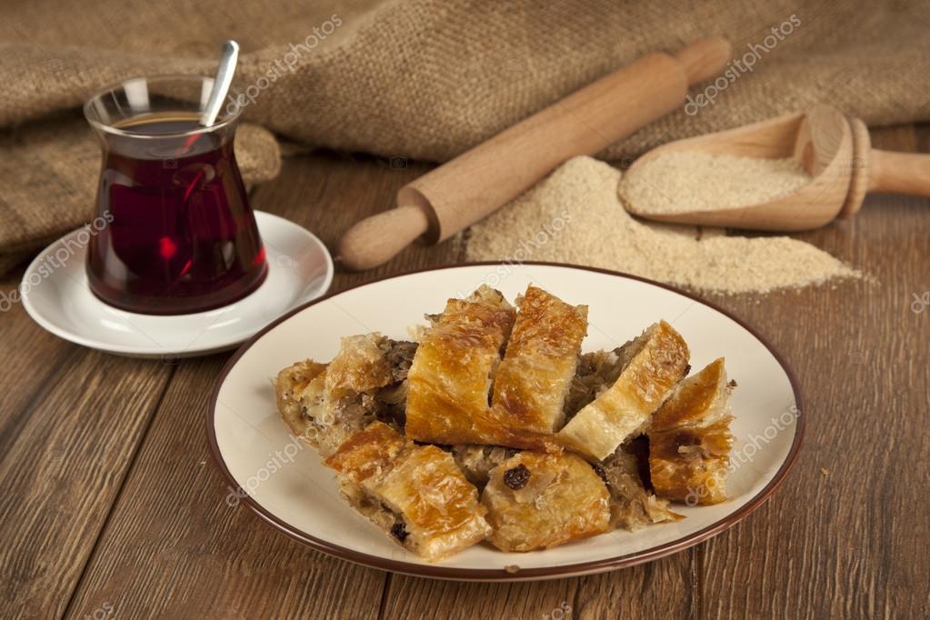 Rellenos de carne al estilo turco borek de masa filo sirve boregi rellenos de carne al estilo turco borek de masa filo sirve boregi kol foto de forumfinder Images