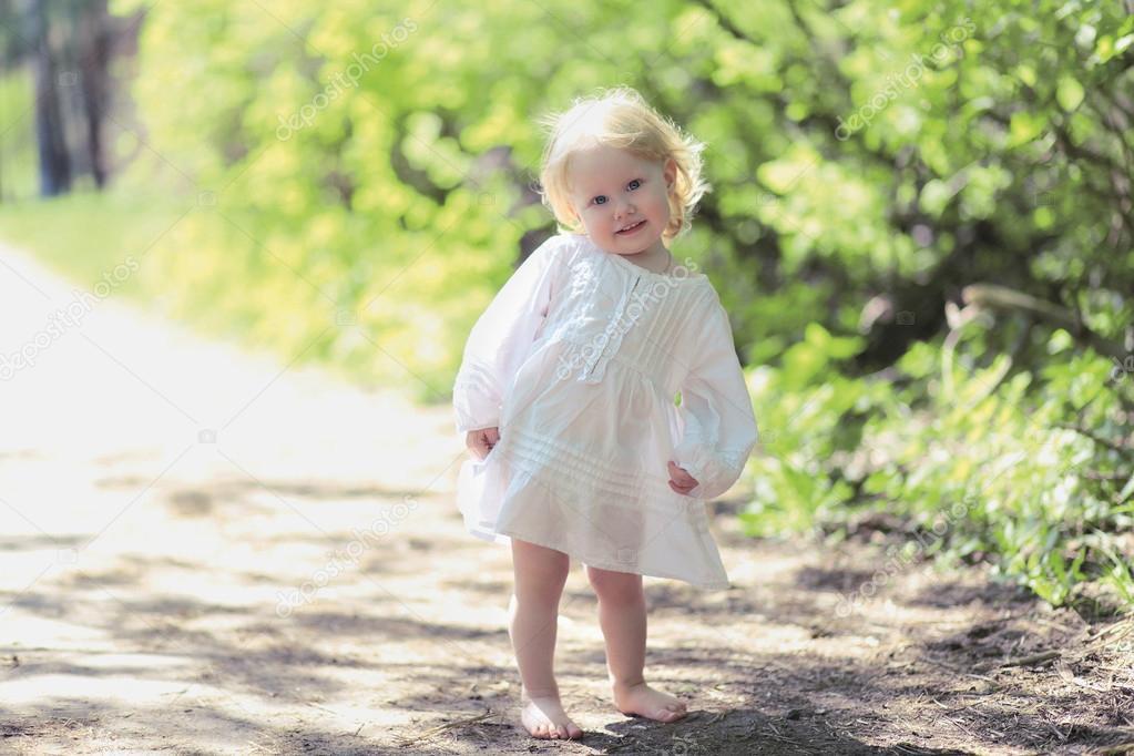 02aaa246c51b Cute little baby girl smiling — Stock Photo © Guas  52915275