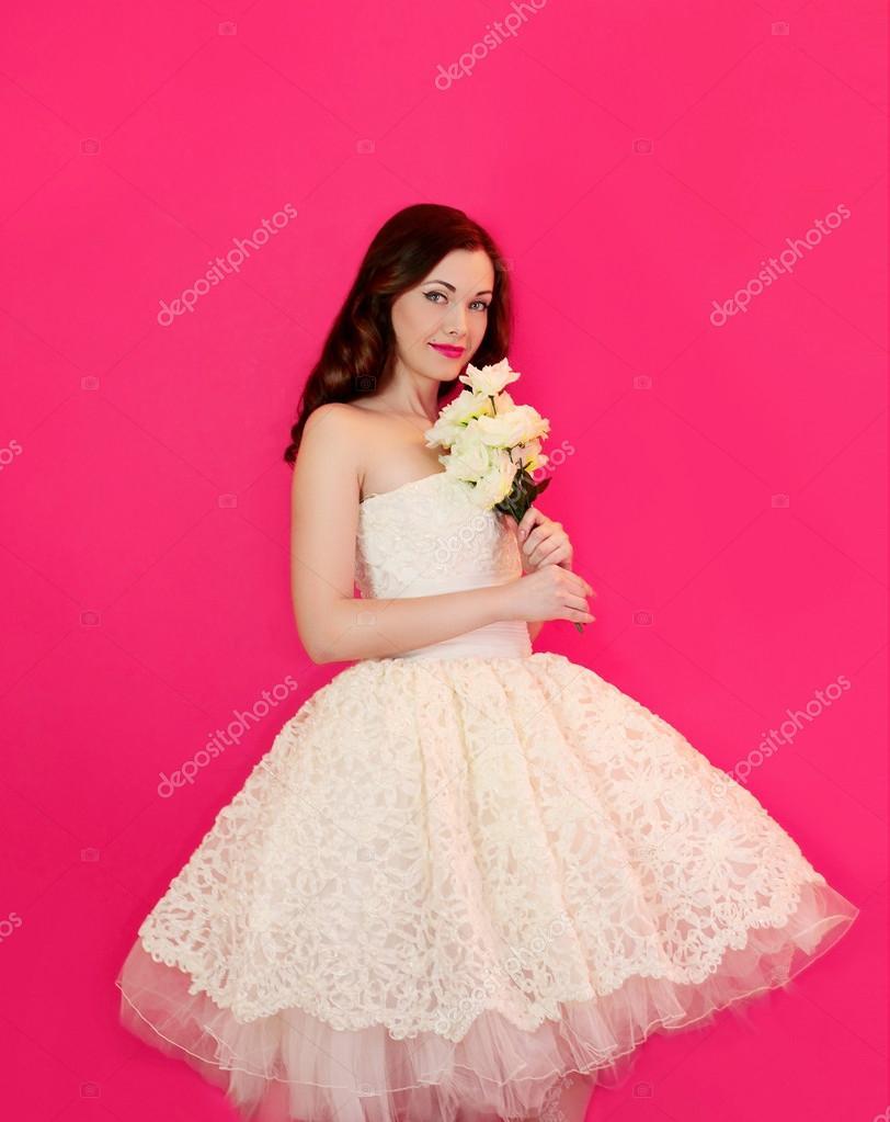 Милая девушка в платье
