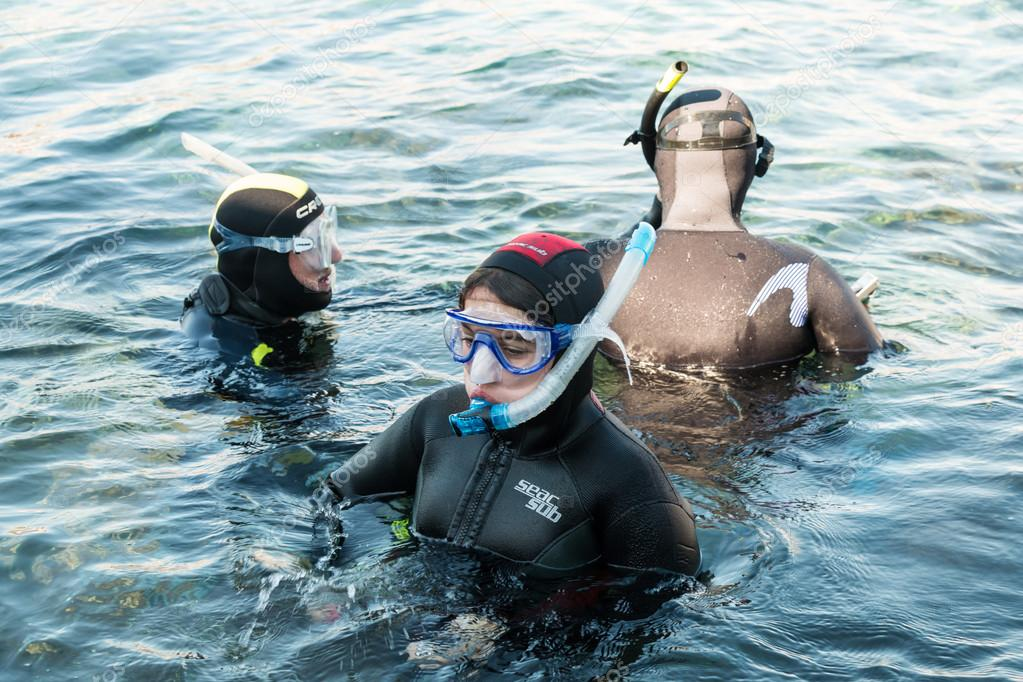 Divers in training