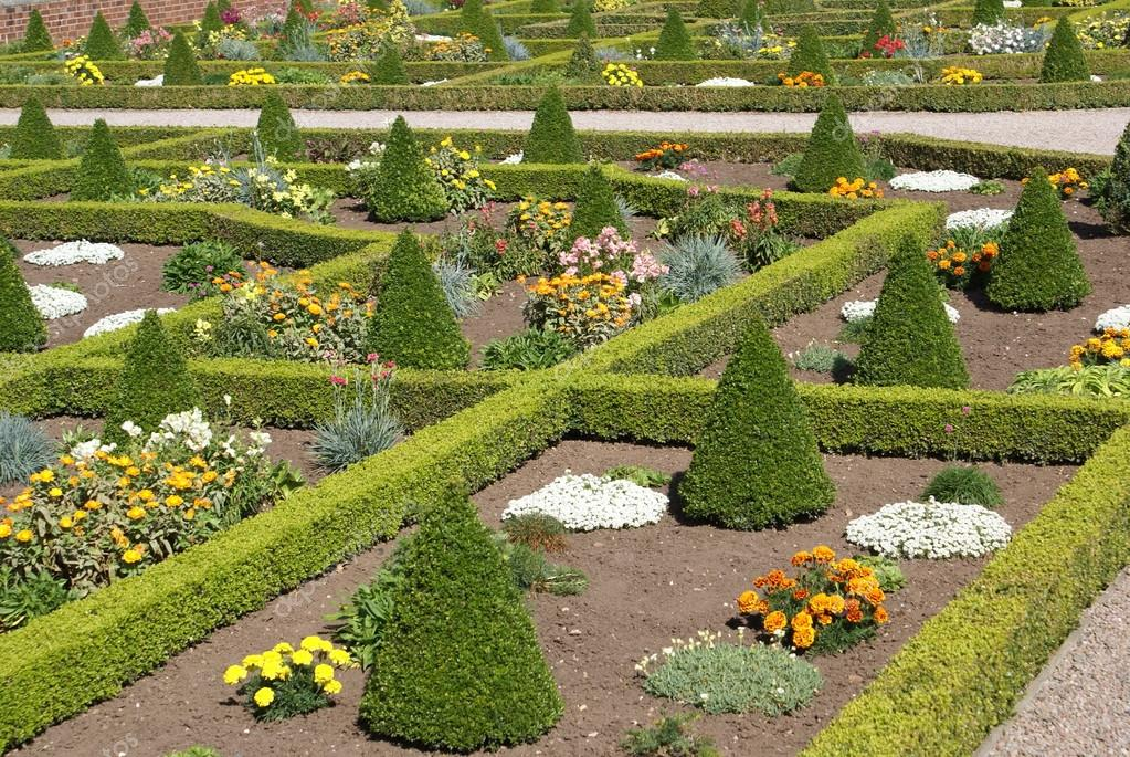 Heuvelachtig Tuin Ontwerp : Tuin kunst tuin ontwerp u stockfoto rose