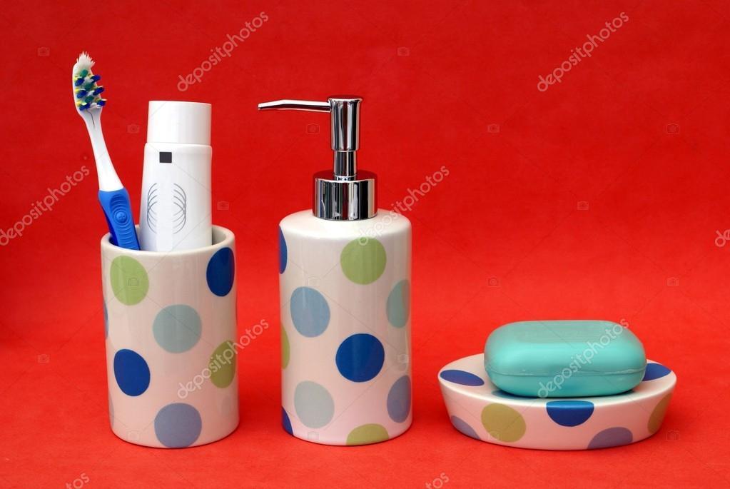 Accessori per il bagno spazzolino da denti e dentifricio - Tazza da bagno ...