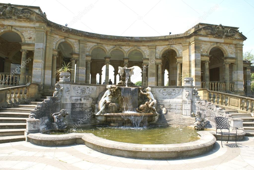 Fontaine sculpt e le jardin l 39 italienne le ch teau de - Jardin a l italienne ...