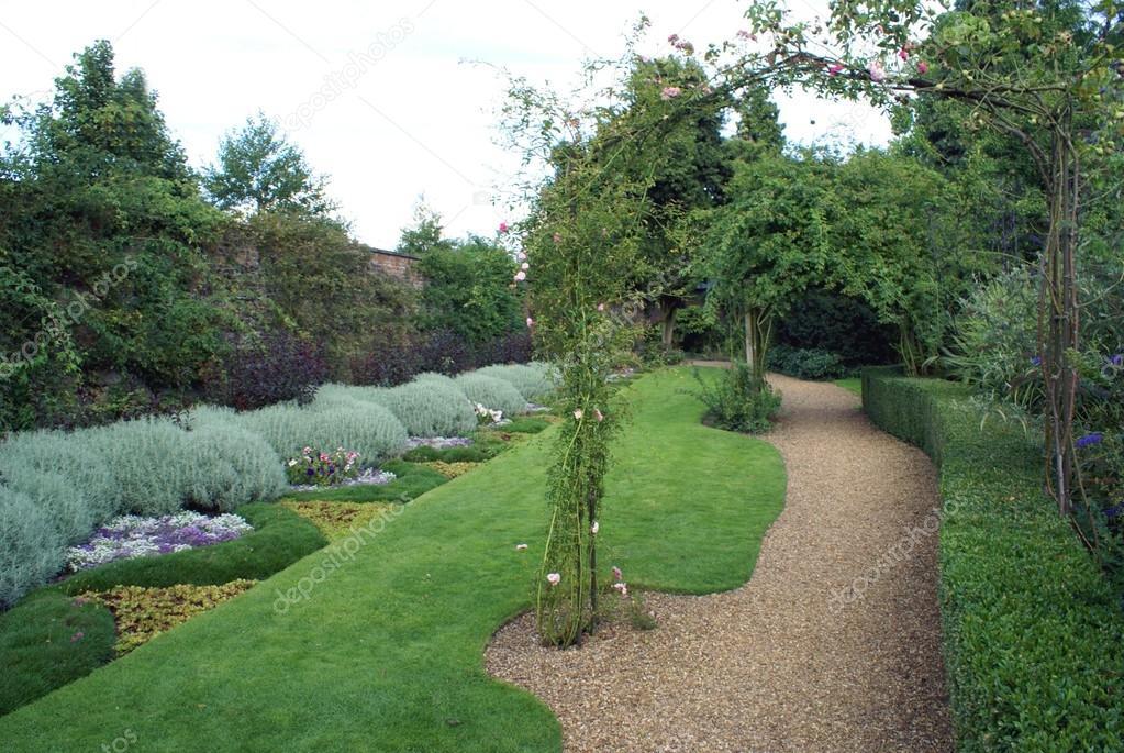 Parterre de jardin idee deco parterre jardin la plupart for Parterre exterieur jardin