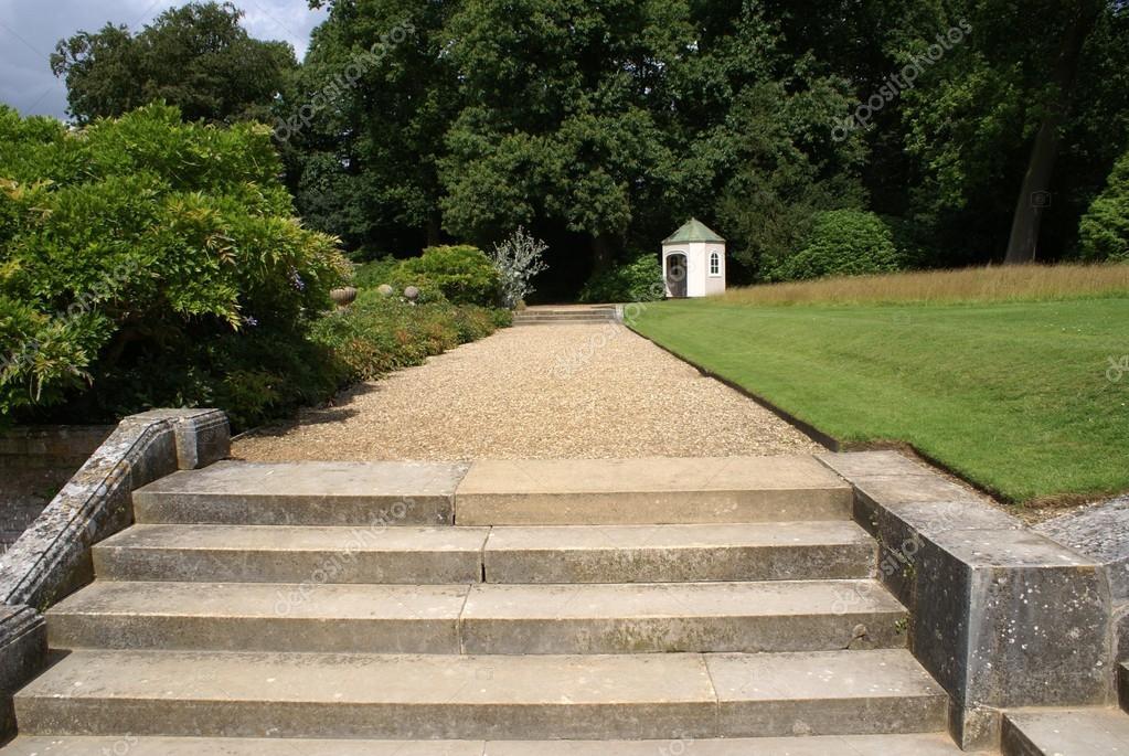 Jardins étapes et sentier de gravier — Photographie rose4 ...