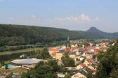 Fényképek Városkép a Bad Schandau az Elba-folyó és hegyi Lilienstein szász-Svájc