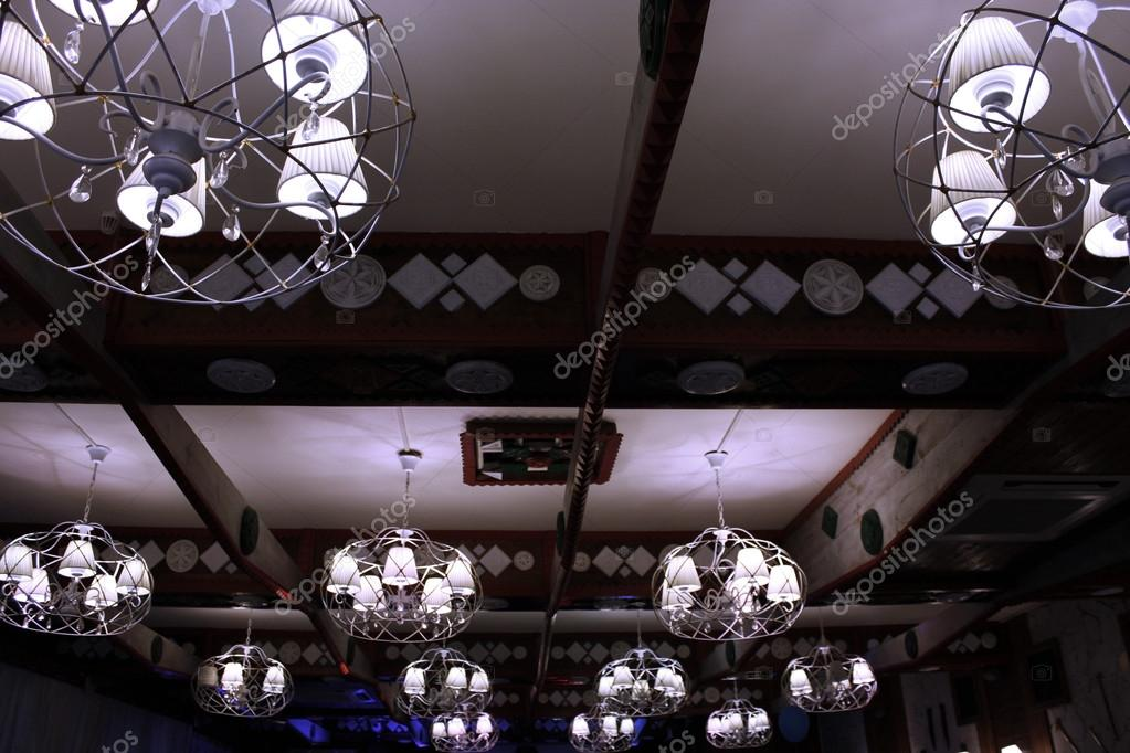 kroonluchter met kristal. Kroonluchter plafond verlichting ...