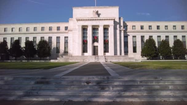 Washington DC, USA, 29.11.2020: Schwenkblick auf das Marriner S. Eccles Federal Reserve Board Building (Eccles Building), das die Hauptsitze des Gouverneursrates der US Federal Reserve beherbergt.