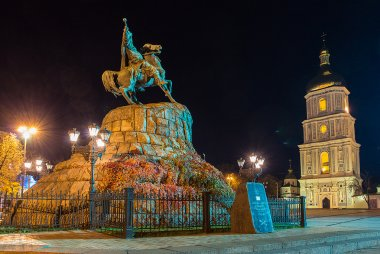 Monument to hetman of Ukraine Bogdan Khmelnitsky and Saint Sophia Cathedral on Sofia square in Kiev at night.