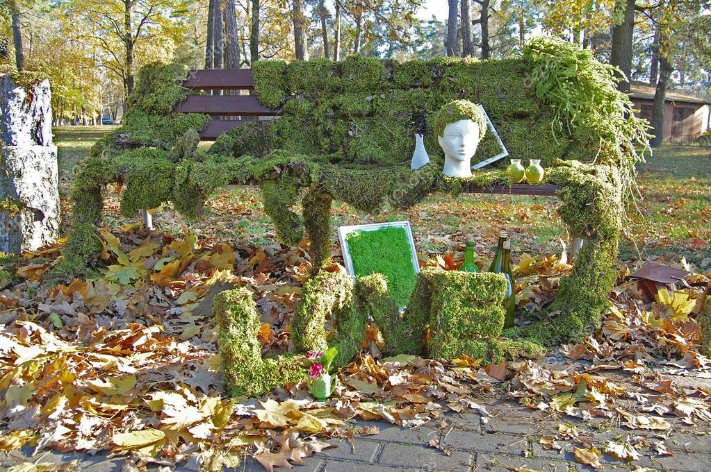 Tuin met floristic decoratie floristiek ontwerp elementen in de tuin decoratie stockfoto for Tuin decoratie met stenen