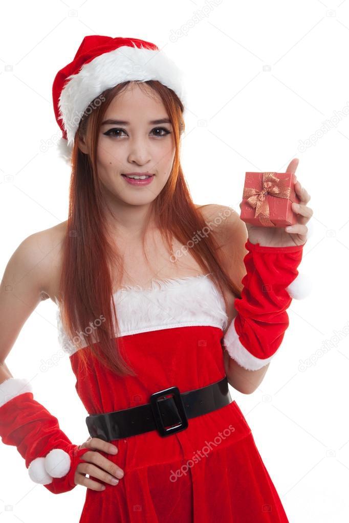 0ba5d7fe6380 Contenitore di regalo e ragazza di Asian Babbo Natale isolato su priorità  bassa bianca — Foto di ...