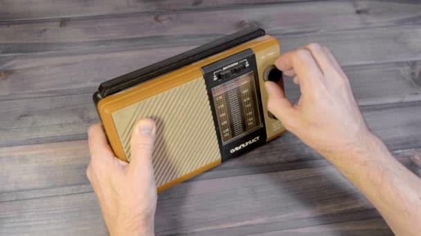 Nastavení staré rozhlasový přijímač