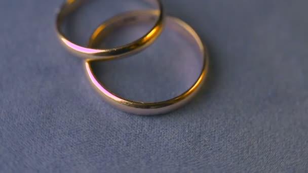 dva snubní prsteny rotace