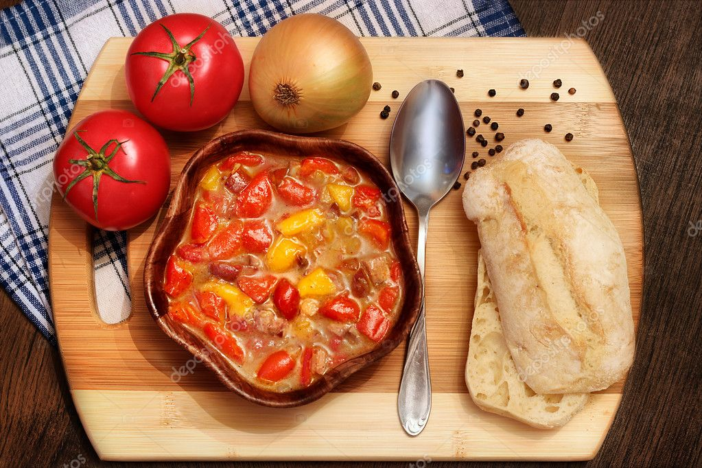 Letcho with peppers, tomatoes and sausage
