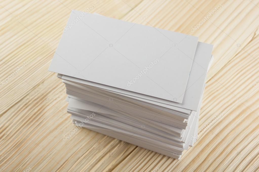 Blanc Porte Cartes De Visite Cadeau Billet Pass Prsent Fermer Vers Le Haut Sur Fond En Bois Carte Copie Espace Vide Identit