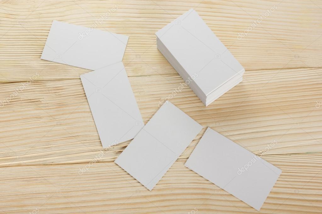 Blanc Porte Cartes De Visite Cadeau Billet Pass Present Fermer Vers Le Haut Sur Fond En Bois Carte Copie Espace Vide Identite