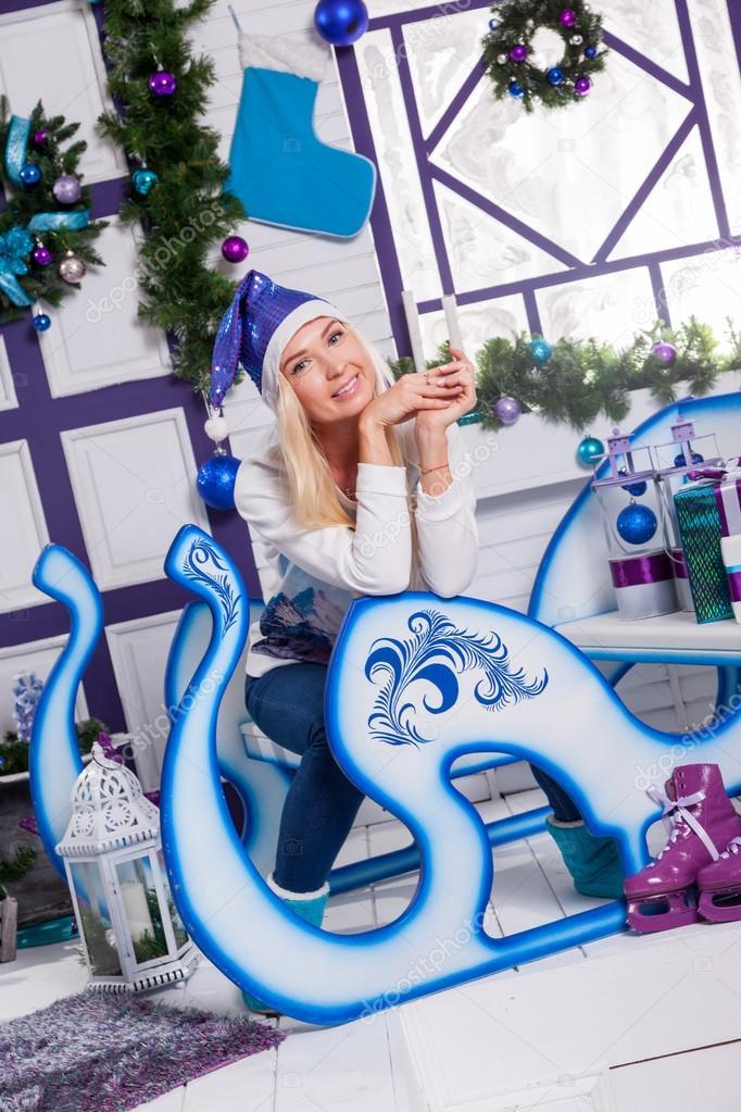 En Claus De Sombrero Sexy Azul Navidad Sentado Rubia Un Santa mN80vnw