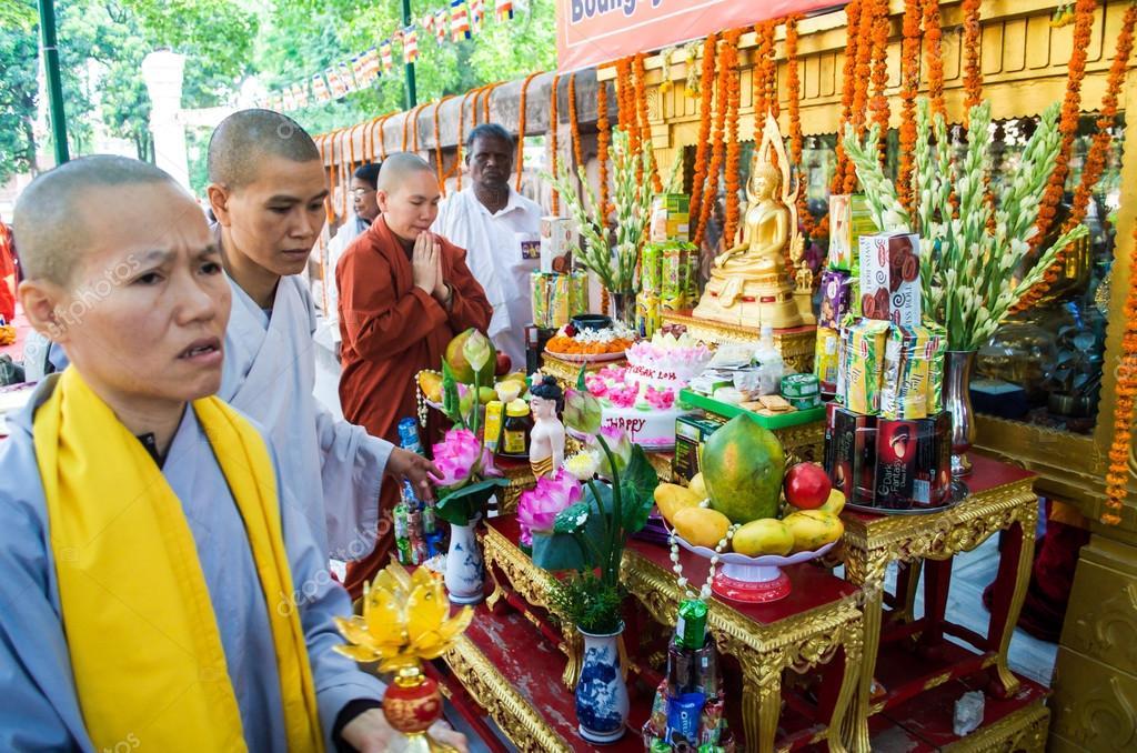 Nun Ingesteld Buddha Verjaardag Redactionele Stockfoto C Peogeo