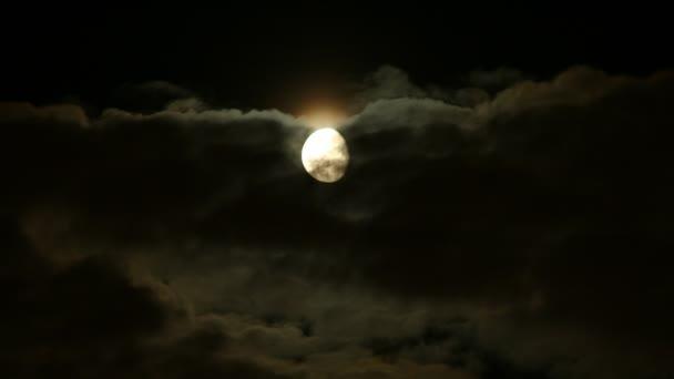 úplněk mraky