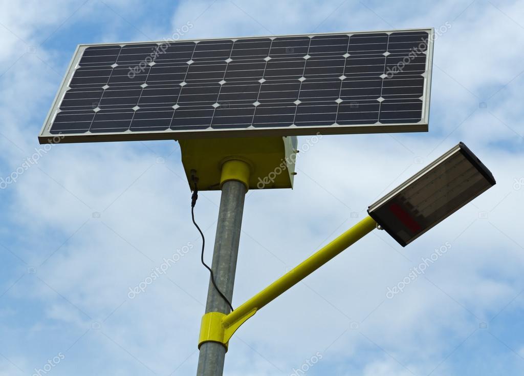 Strada illuminazione energia solare u foto stock igordabari