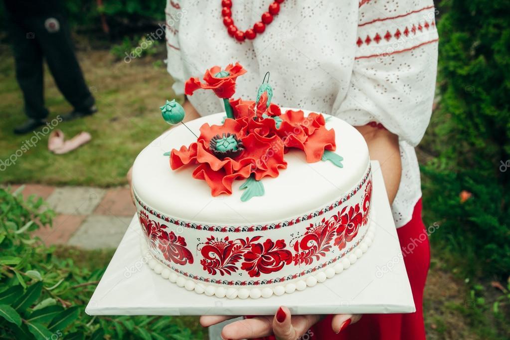 Hochzeitstorte Aus Weisser Schokolade Im Ukrainischen Stil
