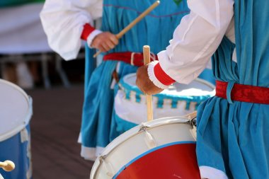 Palio, the city celebrates with competitions of the flag wavers and the parade of the districts