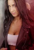 Fotografie Mladý vlkodlak - krásná brunetka