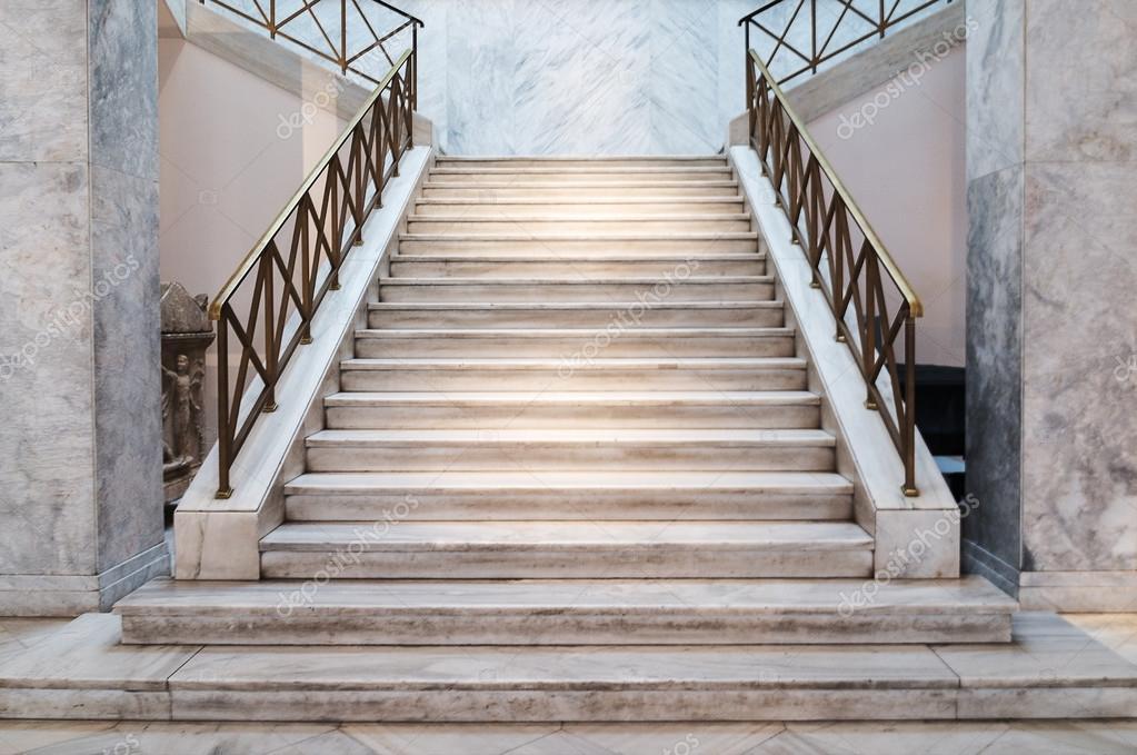 Marmeren trap binnenshuis u stockfoto mtv