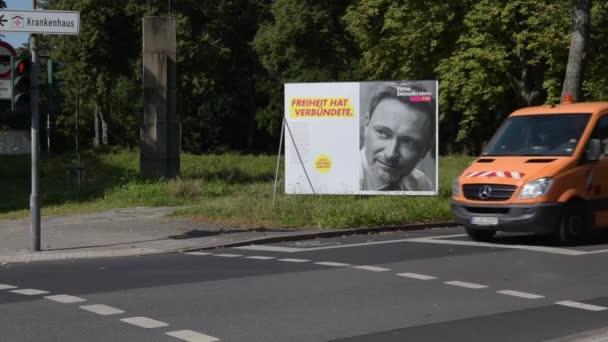 Düsseldorf - 2. September 2021: Plakate und Transparente für die Bundestagswahl. Poster.