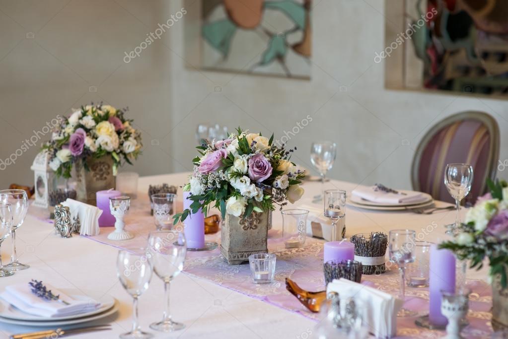 Lila Blumenstrauss Hochzeit Floristik Und Dekoration Stockfoto