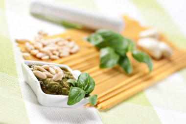 Ingredients for spaghetti al pesto