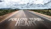 Následovat své srdce na venkovské silnici