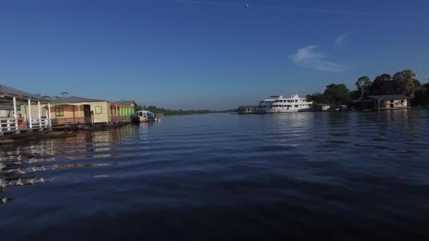 Plovoucí domy v Manaus