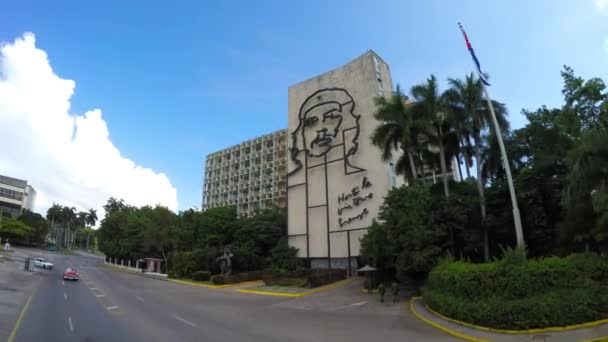Building with the image of Che Guevara at Plaza