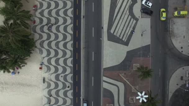 Pláž Copacabana s mozaiku chodníku