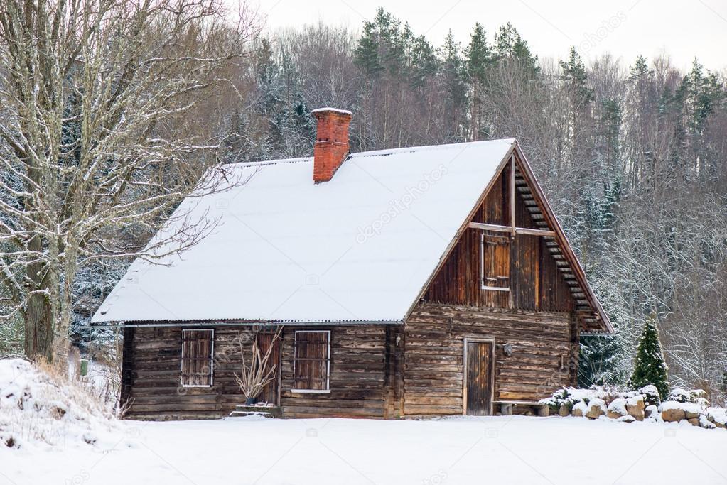 Karlı Kış Orman Manzara Ile Karla Kaplı Ev Stok Foto