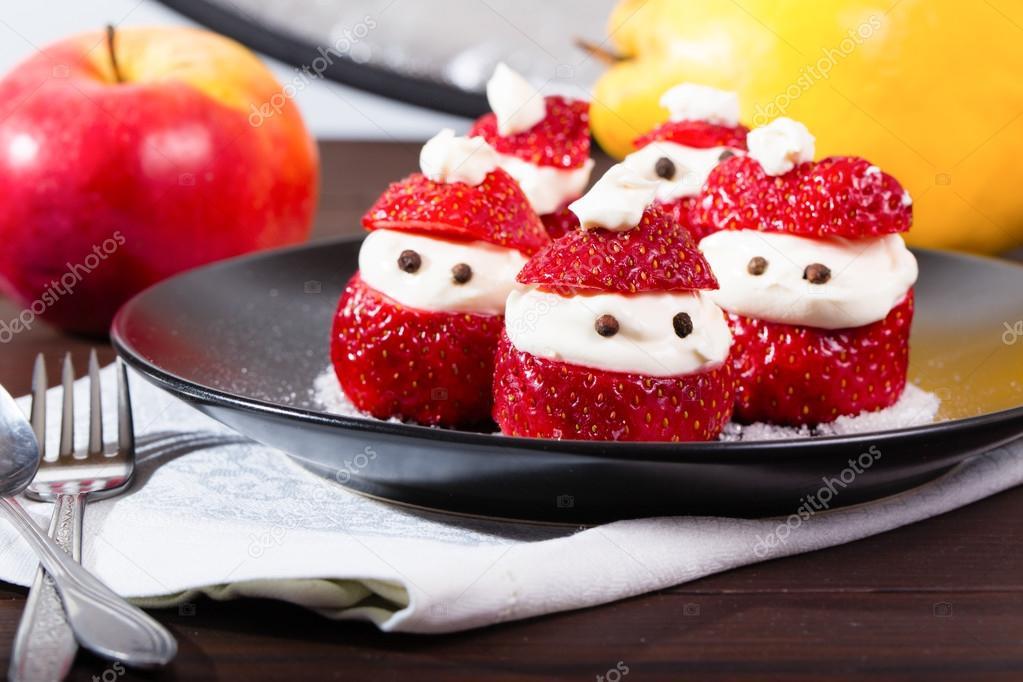 festliche silvester erdbeer dessert stockfoto webkatrin1 102092530. Black Bedroom Furniture Sets. Home Design Ideas