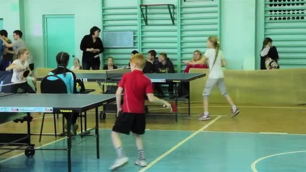Rusko, mart 2015 - děti hrají stolní tenis