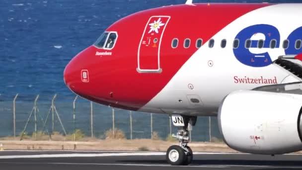 Aus nächster Nähe im Cockpit des Airbus A320-214 von Edelweiss Air beim Start