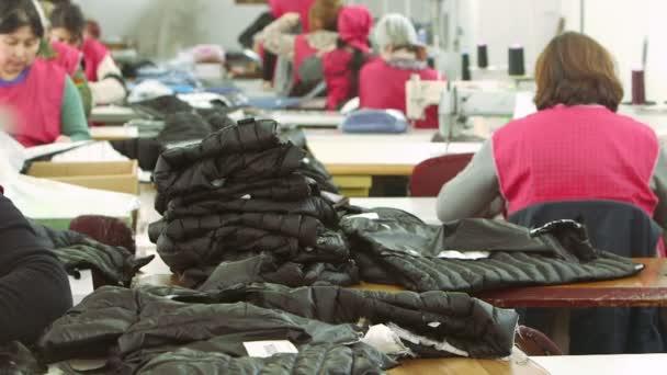 tovární dělníci, šití