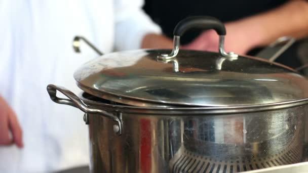 kuchař vaření pepř