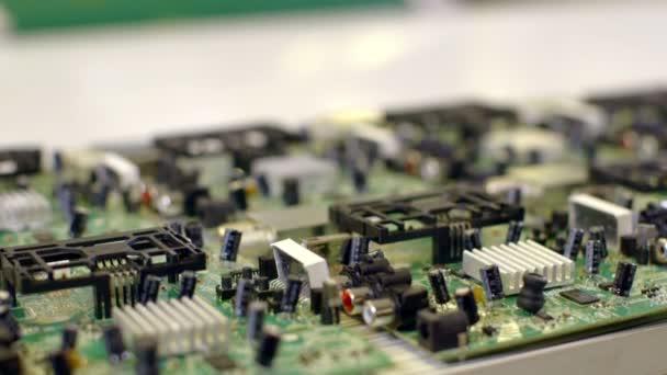 Tovární pásová výroba PCB