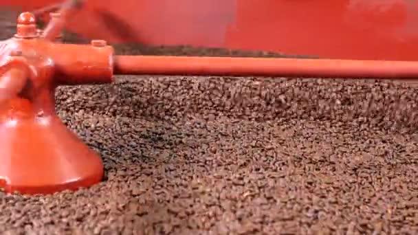 Kávová zrna v průmyslové stroje