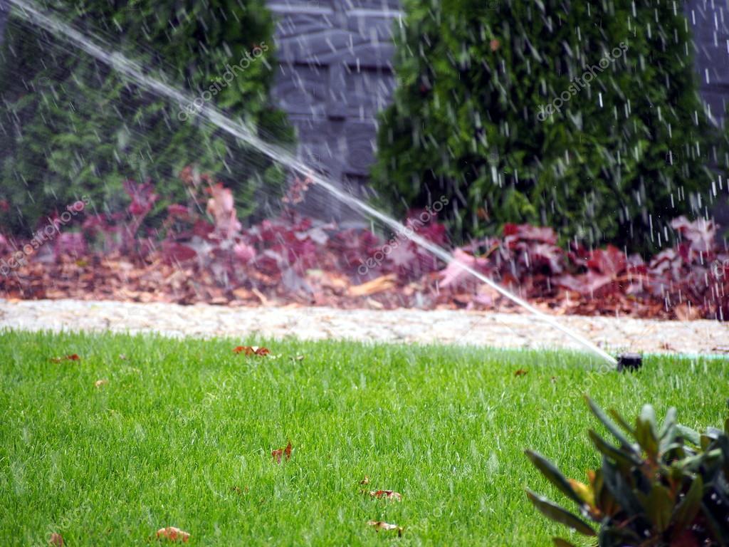 Automatisches bew sserungssystem garten arbeiten sprinkler for Garten arbeiten